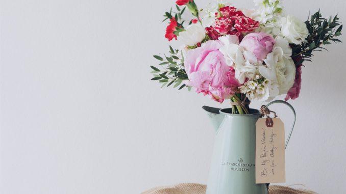 Mit Blumen im Frühling dekorieren und den Winterblues vertreiben