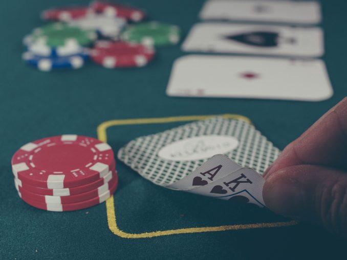 Mit Poker spielen im Internet erfolgreich Geld verdienen